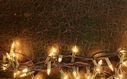 Закройте вверх на строке желтых светов рождества Стоковое Изображение RF