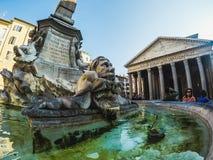 Закройте вверх на Фонтане Del Пантеоне в Риме стоковые фотографии rf