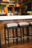 Закройте вверх нескольких барный стул Стоковая Фотография RF