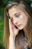 Закройте вверх несчастного девочка-подростка сидя Outdoors стоковое фото rf