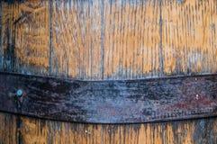 Закройте вверх обруча металла на бочонке Бурбона Стоковые Фото