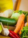 Закройте вверх овощей на таблице стоковая фотография