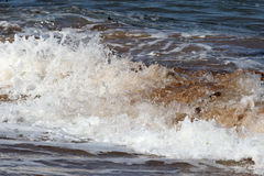 Закройте вверх ломая волны на seashore Стоковая Фотография