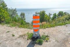 Закройте вверх оранжевого поляка движения на земле для зоны безопасности Стоковая Фотография RF