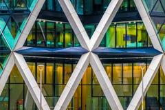 Закройте вверх офисного здания с горизонтальной, диагональю и ver Стоковые Изображения RF