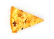 Закройте вверх одиночного куска пирога цыпленка и гриба изолированного на белизне над взглядом Стоковые Изображения