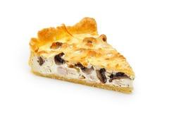 Закройте вверх одиночного куска пирога цыпленка и гриба изолированного на белизне Стоковое Изображение RF