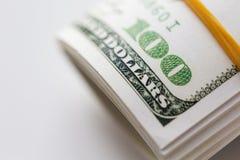 Закройте вверх пакета денег доллара связанного с резиной Стоковые Изображения RF
