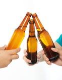 Закройте вверх пивной бутылки приветственного восклицания Стоковое Изображение RF
