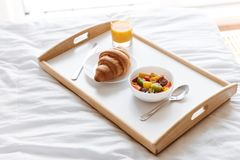 Закройте вверх подноса с здоровым завтраком Стоковая Фотография
