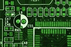 Закройте вверх покрашенной микро- монтажной платы абстрактная технология предпосылки Механизм компьютера подробно Стоковое Фото