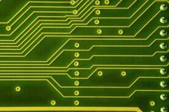 Закройте вверх покрашенной микро- монтажной платы абстрактная технология предпосылки Механизм компьютера подробно Стоковая Фотография