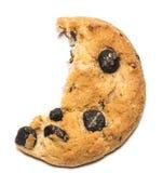 Закройте вверх половинного съеденного печенья с мякишем против задней части белизны Стоковые Фотографии RF