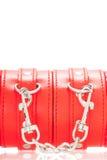 Закройте вверх пояса пряжки на наручниках BDSM кожаных красных Стоковая Фотография RF