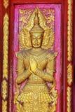закройте вверх по бас-сбросу дверей в красивом виске Wat Samai Kongka на Ko Pha Ngan, Таиланде Стоковое Изображение