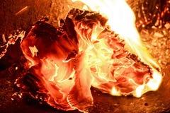 Закройте вверх по бумаге горя в пламени Стоковое Изображение