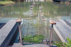 Закройте вверх по велосипеду для водоочистки Оборудование для того чтобы увеличить кислород и уменьшить загрязнение сточных водов стоковое фото rf