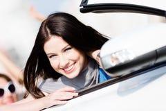 Закройте вверх по взгляду женщины в белом автомобиле Стоковое фото RF