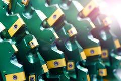 Закройте вверх по взгляду на совершенно новом резце ролика бурового наконечника для сверля машин и оборудования для нефтяной пром стоковые фотографии rf