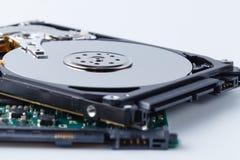 Закройте вверх по взгляду открытого сломанного жесткого диска компьютера для ремонта Стоковая Фотография RF