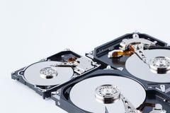 Закройте вверх по взгляду открытого сломанного жесткого диска компьютера для ремонта Стоковое фото RF