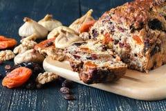 Закройте вверх по взгляду торта свежих фруктов, традиционному stollen Стоковое Фото