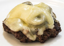 Закройте вверх по взгляду бургера гриба швейцарского без изолированной плюшки Стоковые Изображения