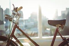 Закройте вверх по взгляду красного велосипеда Стоковые Фото