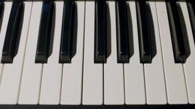 Закройте вверх по взгляду ключей рояля сток-видео