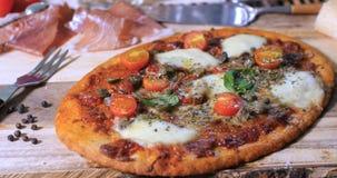 Закройте вверх по взгляду очень вкусного margherita пиццы Стоковое фото RF