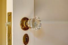 Закройте вверх по взгляду ручки двери с keyhole в старом доме Стоковое Изображение