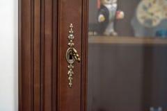 Закройте вверх по винтажному ключу в keyhole Стоковое Фото