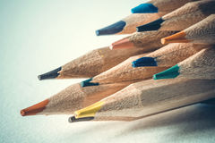 Закройте вверх по голове карандаша цвета на рисовальной бумаге, творческое Стоковые Фотографии RF