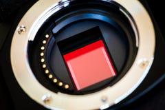 Закройте вверх по датчику и объективу цифровой фотокамера micro 4/3 Mirrorless стоковое изображение