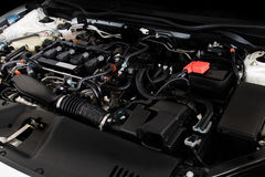 Закройте вверх по детали нового двигателя автомобиля мощный двигатель автомобиля Стоковая Фотография
