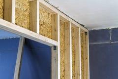 Закройте вверх по детали элементов стены конструкции дома деревянных Inte Стоковая Фотография