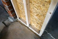 Закройте вверх по детали элементов стены конструкции дома деревянных Inte Стоковое Фото