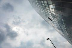 Закройте вверх по зданию уличного света и стекла Стоковые Фото