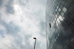 Закройте вверх по зданию уличного света и стекла Стоковые Изображения RF