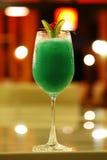 Закройте вверх по зеленому коктеилю от лимона Стоковые Фотографии RF