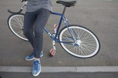 Закройте вверх по изображению битника на ретро велосипеде Стоковые Изображения