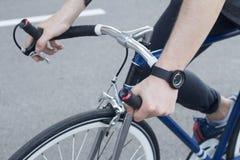 Закройте вверх по изображению битника на ретро велосипеде Стоковое Фото