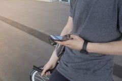 Закройте вверх по изображению битника на ретро велосипеде Стоковое Изображение RF