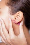 Закройте вверх по изображению женского уха с серьгой стоковая фотография rf