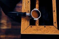Закройте вверх по изображению профессионального нержавеющего бака кофе Стоковое фото RF
