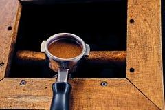 Закройте вверх по изображению профессионального нержавеющего бака кофе Стоковые Изображения RF