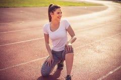 Закройте вверх по изображению усмехаясь молодой женщины спорта Стоковое Изображение RF