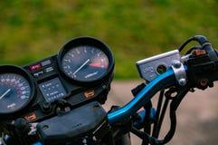 Закройте вверх по изображению handlebars мотоциклов стоковое изображение