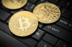 Закройте вверх по концепции предпосылки валюты золотой монетки bitcoin секретной Стоковые Фото