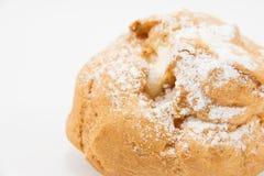 Закройте вверх по коричневым cream choux с замороженностью Стоковые Фотографии RF